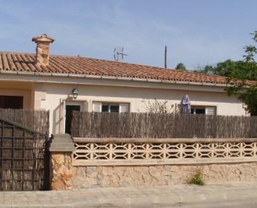 Precioso chalet listo para vivir. Todo reformado. Consta de 3 habitaciones, amplia cocina, salon-com,Spain