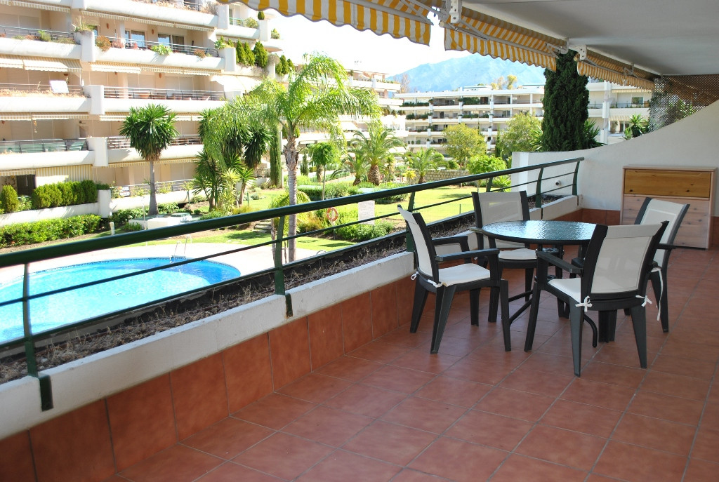 Apartment in Guadalmina Alta  3 bedrooms, 3 bathrooms. Very close to all kinds of acomodations .  Mi,Spain