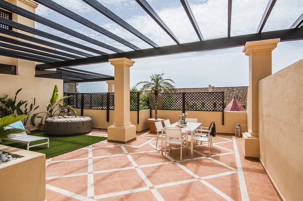 Elevated ground floor apartment in the luxurious complex Albatross Hill.  The apartment consists of ,Spain
