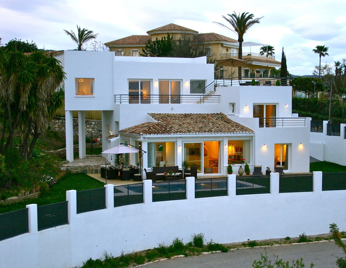 Fantastic villa with beautiful views, own pool, easy maintenance garden The villa is in excellent co,Spain