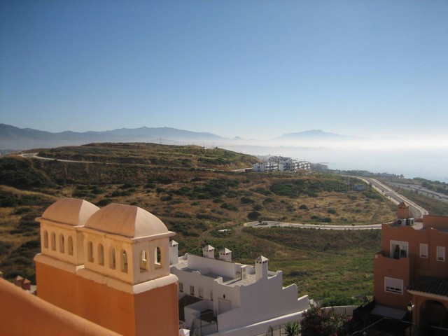 Recently totally redecorated 3 bed duplex penthouse apartment available for sale within a hill-top g,Spain