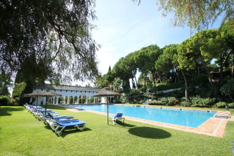 Well presented south east facing, two bedroom, first floor apartment, overlooking the heated swimmin,Spain