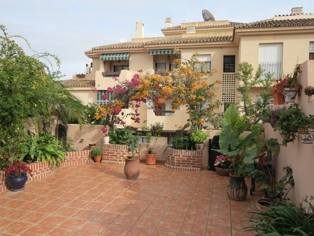 Nice ground floor apartment with 3 bedrooms and 2 bathrooms in Bel-Air. It has a beautiful Andalusia,Spain