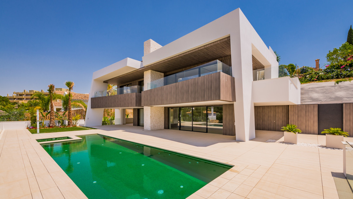 EXCLUSIVE VILLA BUILT TO A VERY HIGH QUALITY STANDARD, IN A MAGNIFICENT MODERN, CONTEMPORENIAN STYLE, Spain