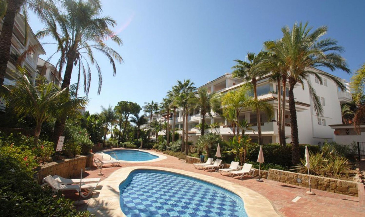 AMAZING POORTUNITY to buy beachfront apartment located in front line beach complex in prestigeous ar,Spain