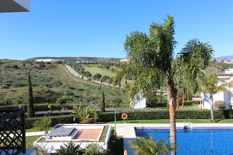 Fantastic first floor apartment, only a few min. drive from Fuengirola, with very nice views over go,Spain