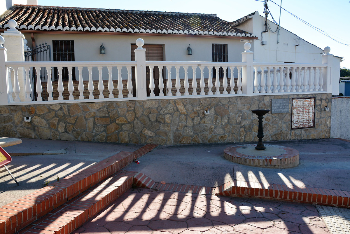 Brand new 3 bedroom semi detached villa, in TRIANA small village near Torre del mar and Velez-Malaga, Spain