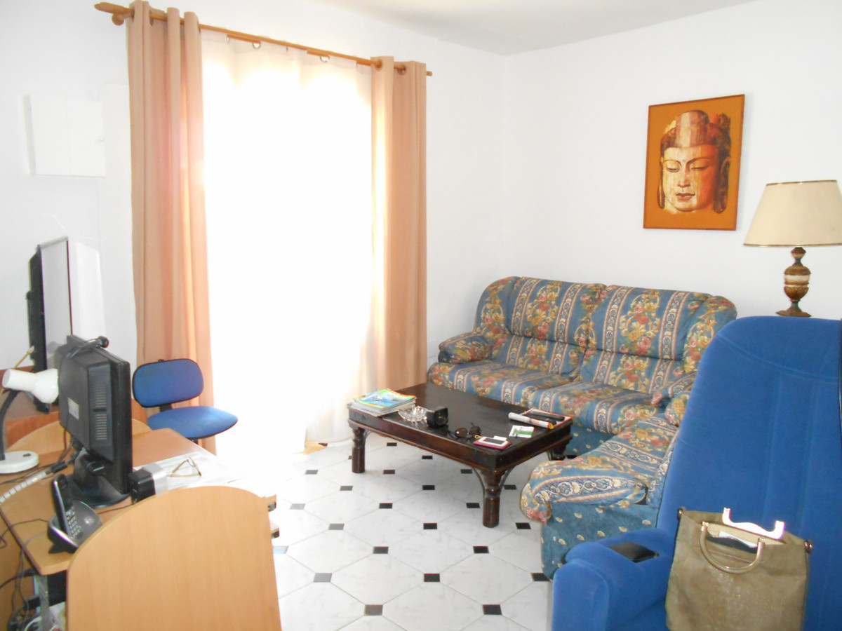 House located in the Cancelada area between Marbella and Estepona. It has 5 bedrooms and 2 bathrooms,Spain