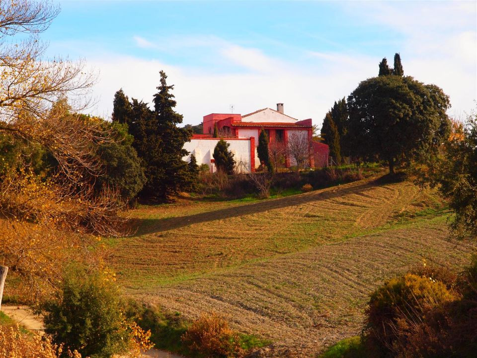 Beautiful farm with views of nature in Alcaucin-Zafarraya. This House has several rooms with a firep,Spain