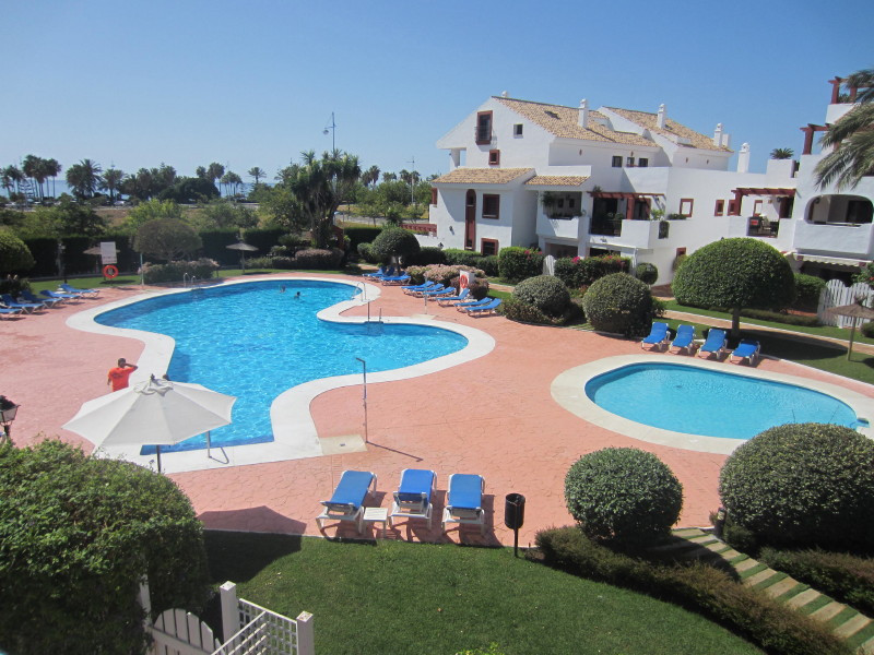 Nice first floor apartment  situated in a gated development second line of San Pedro de Alcantara pr, Spain