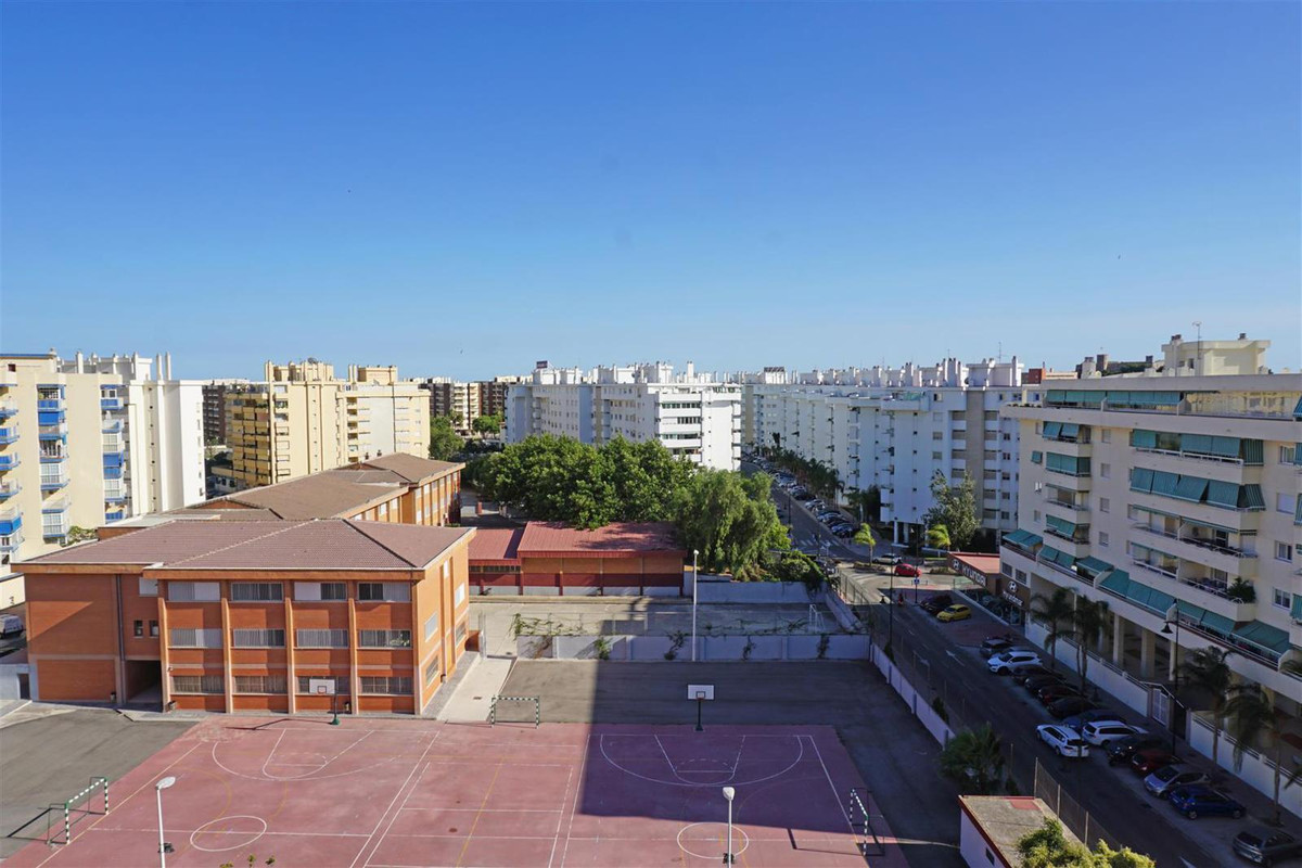 Spacious and extremely bright 4 bedroom, 2 bathroom, seventh-floor penthouse offering elevated south,Spain