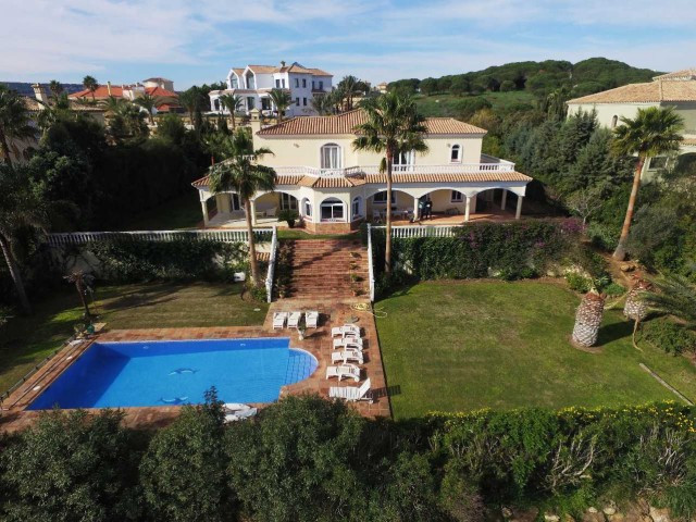 Sotogrande Alto: 5 bedroom villa 4 bathrooms amazing panoramic views to golf, sea and mountains. Lar, Spain