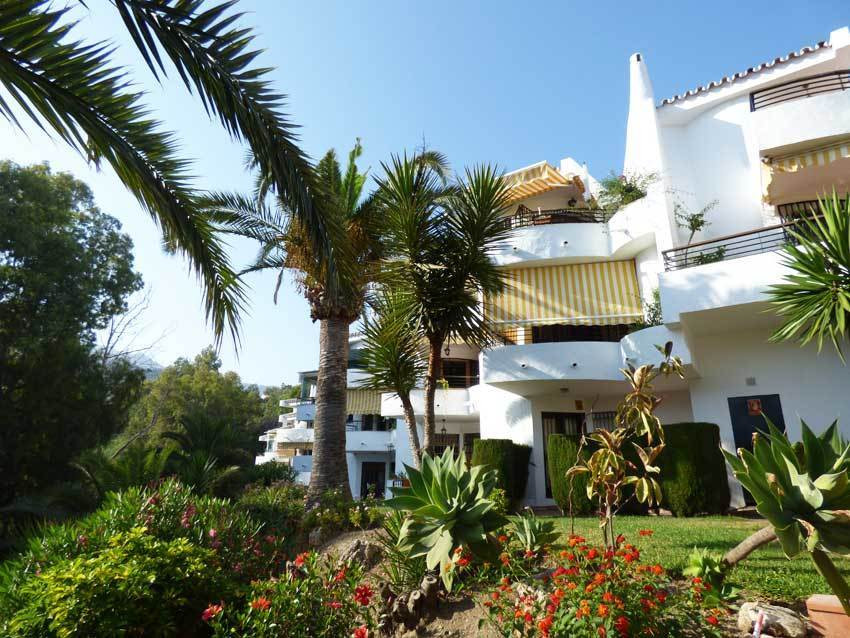 Lovely three bedrooms two bathrooms townhouse for sale in Andalusian style urbanisation full of char, Spain