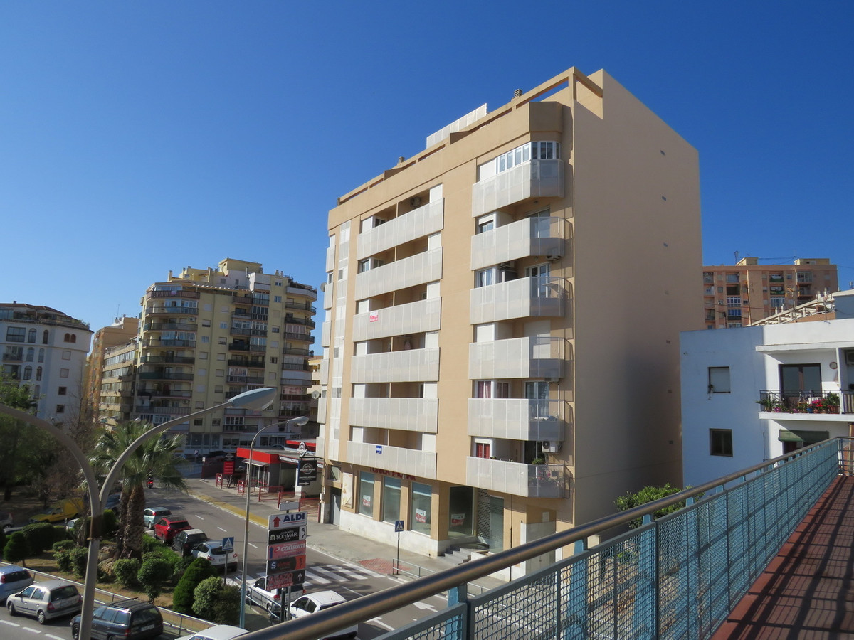 MODERN APARTMENT SITUATED IN THE POPULAR RESORT OF CALPE OFFERING SEA VIEWS.   Situated on the 6th F, Spain
