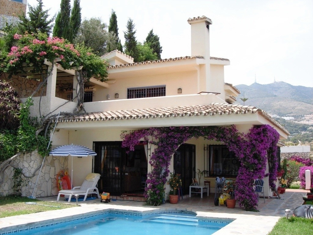 FOR SALE BEAUTIFUL VILLA IN PRIVATE URBANIZATION WITH SPECTACULAR VIEWS. Villa for sale in a private, Spain