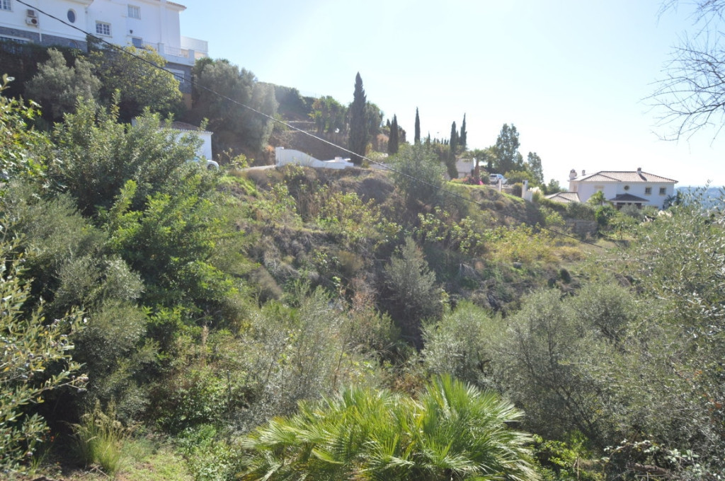 Plot located in the exclusive urbanization La Alqueria surrounded by Villas around 1.000.000€ with v, Spain