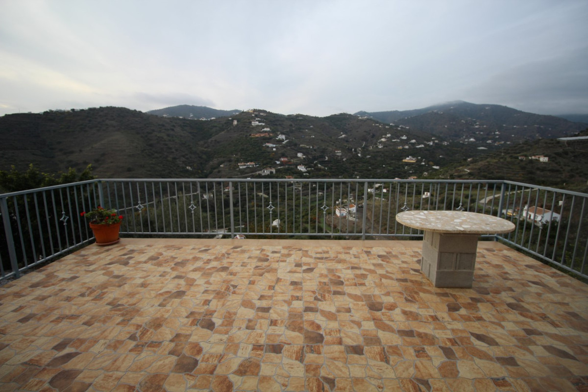 Beautiful house in Torrox, consists of a living room with fireplace and kitchen, an attic which is u, Spain