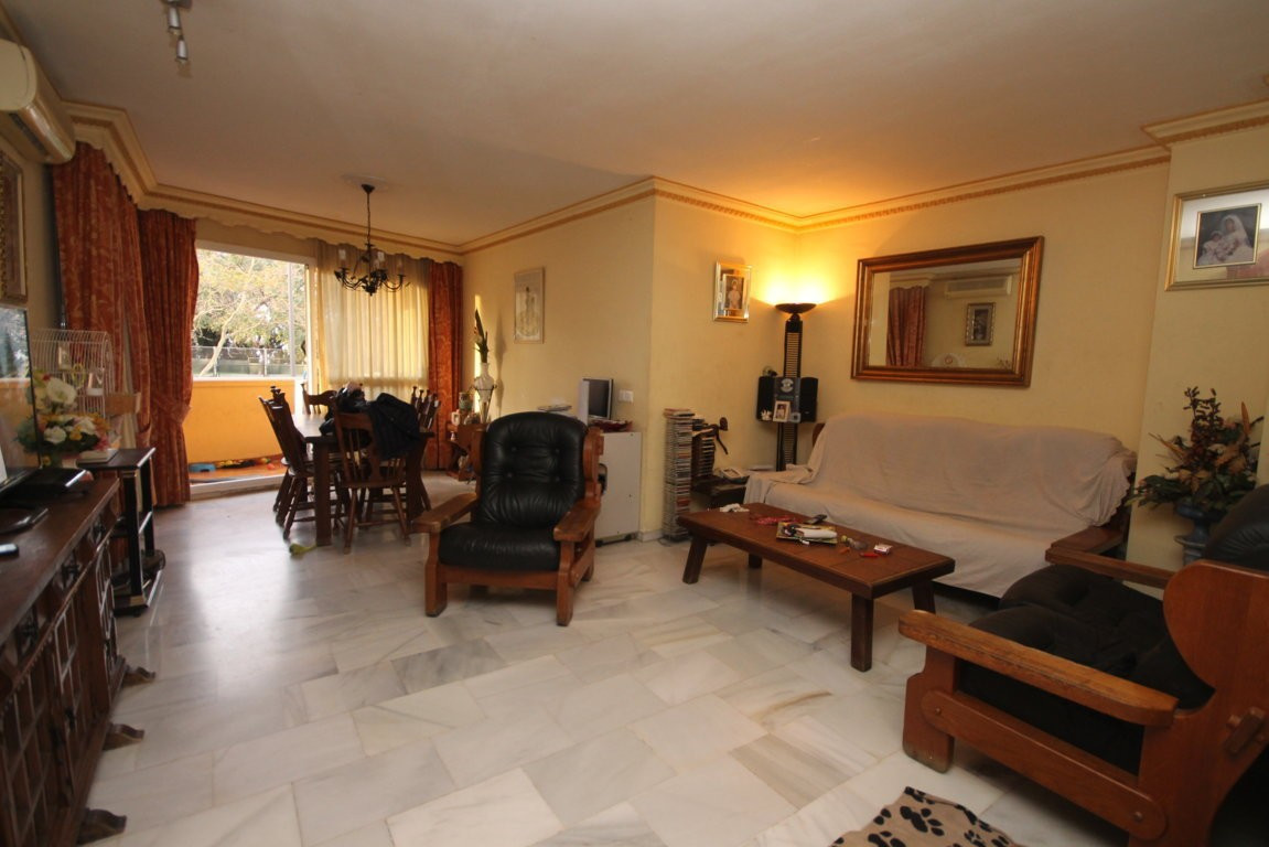 Excellent apartment with 3 spacious bedrooms, all exterior, with terrace + private courtyard in the , Spain