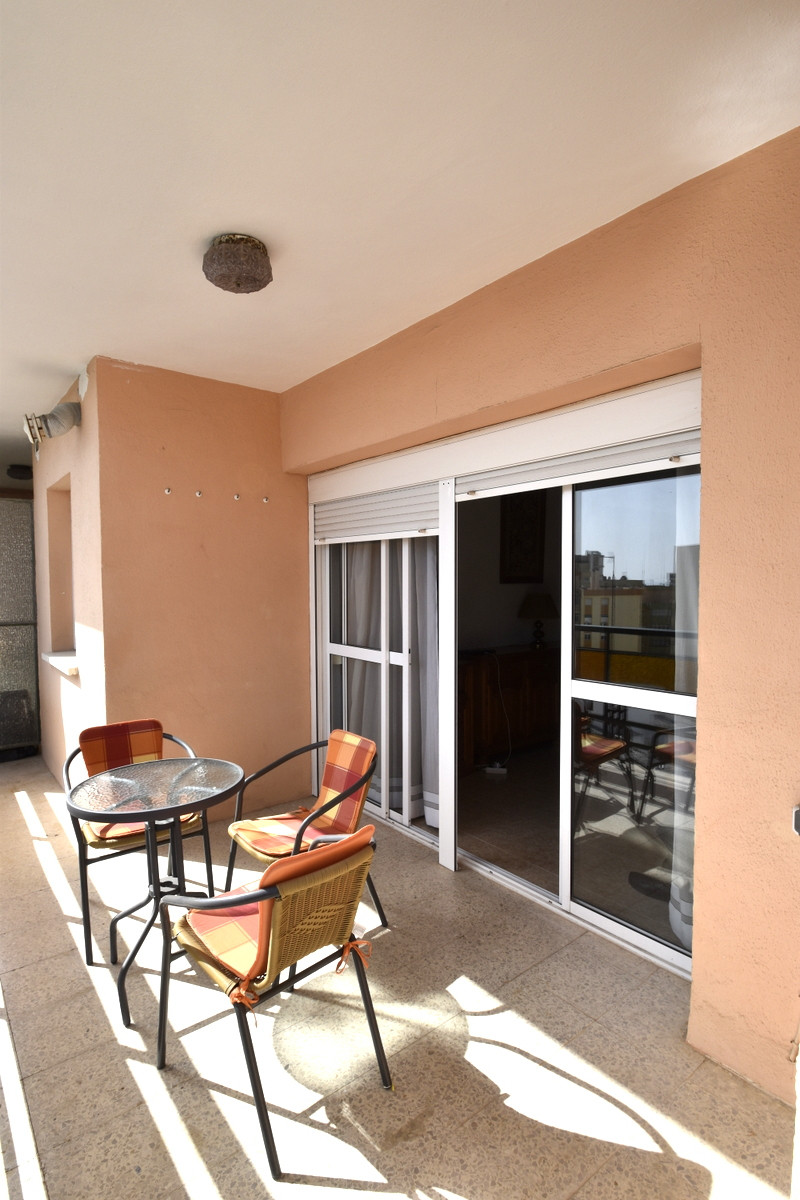 Fantastic sunny and bright 3 bedroom apartment cin very good condition, a step away from San Miguel , Spain
