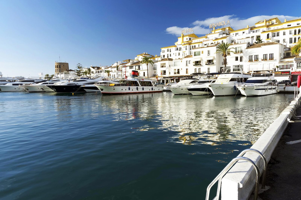 PUERTO BANUS –MARBELLA-300 METRES TO THE BEACH!! Brand new beachside development situated IN THE HEA, Spain