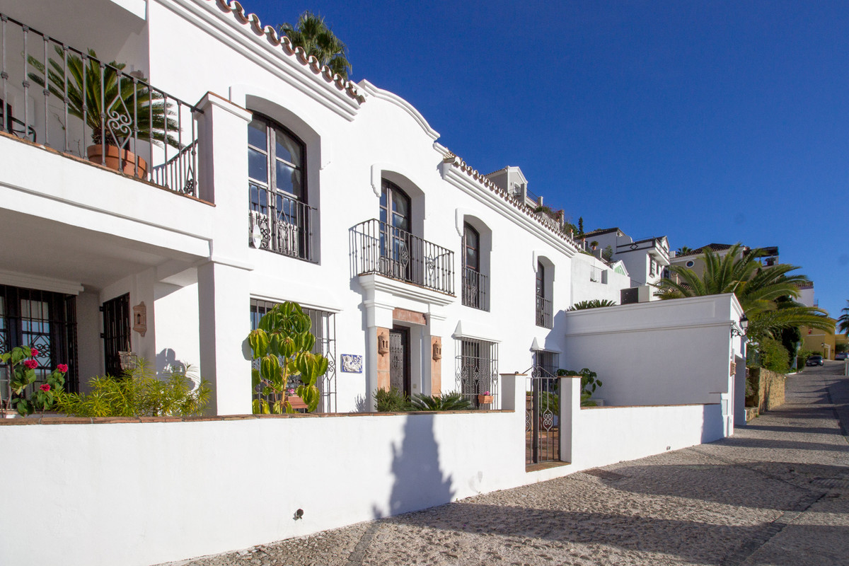 A beautiful home set in the heart of the award wining village of La Heredia. This 3 bedroom property,Spain