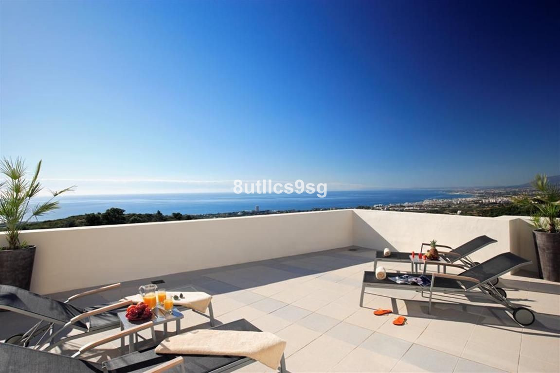 Penthouse with two bedrooms and spectacular sea views in Samara , Altos de Los Monteros , only a few,Spain