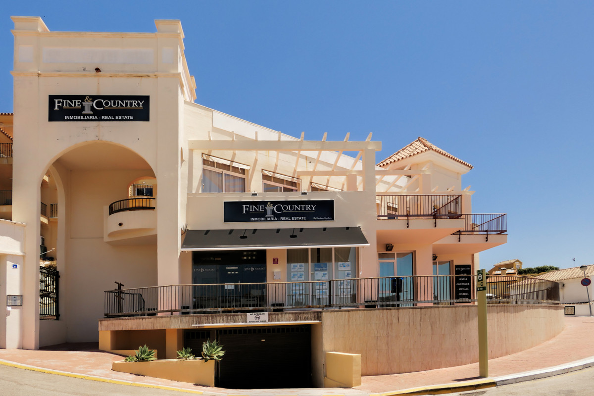 Large office for sale in Calahonda currently rented out to a real estate office.  Comprises 4 office,Spain