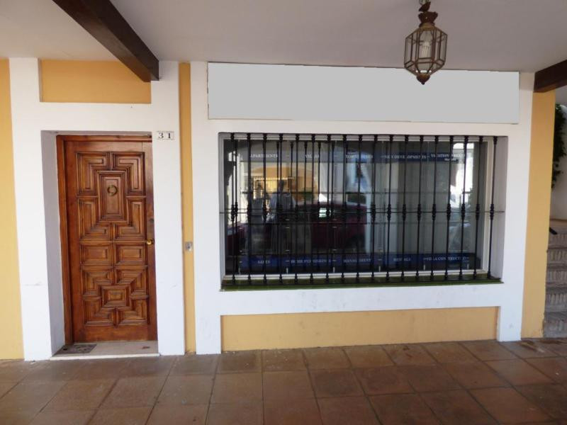 FANTASTIC OPPORTUNITY to purchase a Commercial premise located on the main street in Aloha Pueblo on, Spain