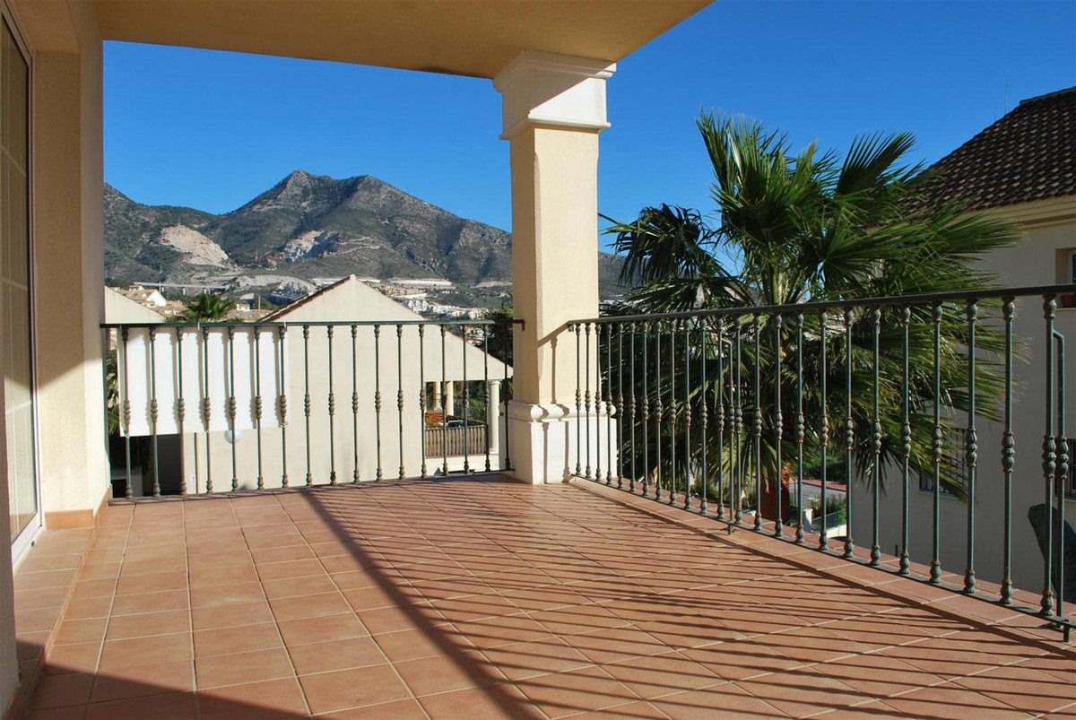 You will enjoy living in this quiet area of Benalmadena called La Vinuela at the heights of Torremue,Spain