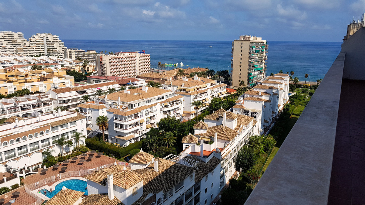 Penthouse, Benalmadena Costa, Costa del Sol. 2 Bedrooms, 2 Bathrooms, Built 123 m², Terrace 97 m².  , Spain