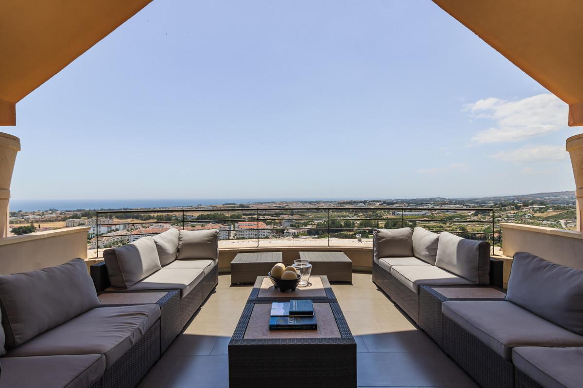 Penthouse, Nueva Andalucia, Costa del Sol. 3 Bedrooms, 3 Bathrooms, Built 165 m², Terrace 2,Spain