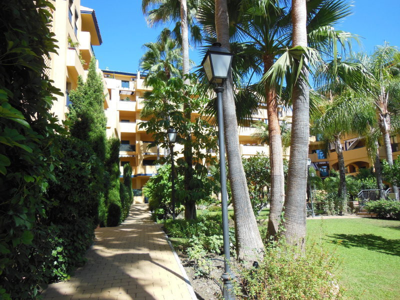 Middle Floor Apartment, San Pedro de Alcantara, Costa del Sol. 2 Bedrooms, 3 Bathrooms, Built 124 m&, Spain