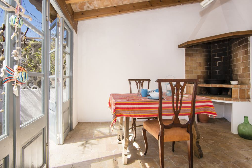 Excellent townhouse for sale in Puerto Pollenca, in a pedestrianized street and only 100 meters fromSpain
