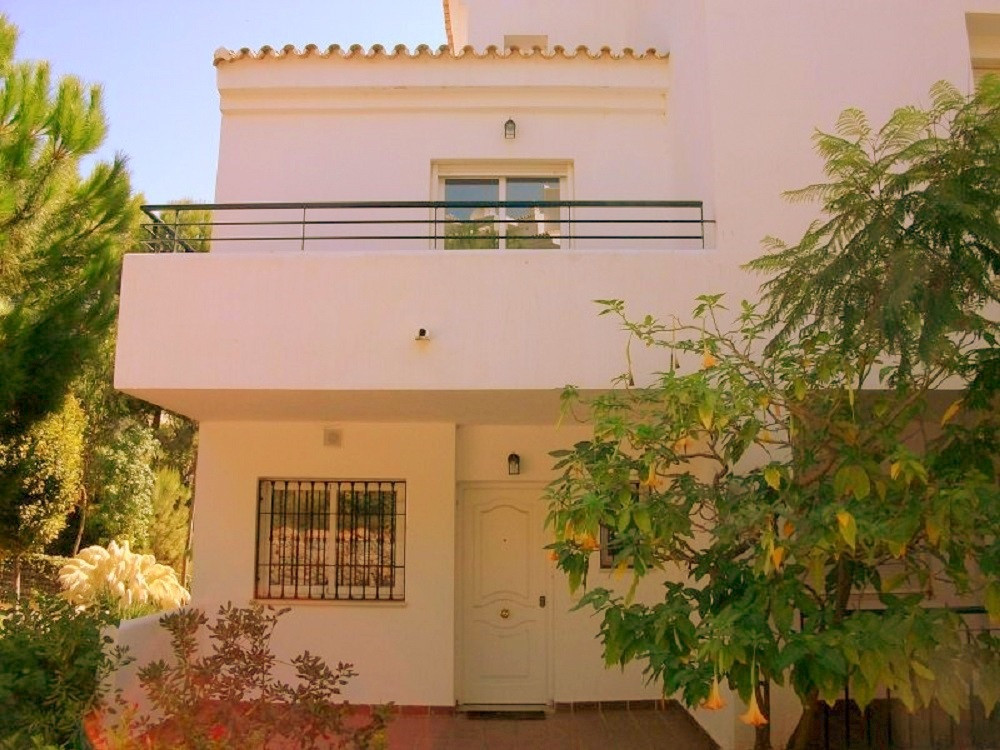 Great 2 bedroom, 2 bathrooms and 1 guest toilet duplex ground floor apartment with a solarium, and 3, Spain