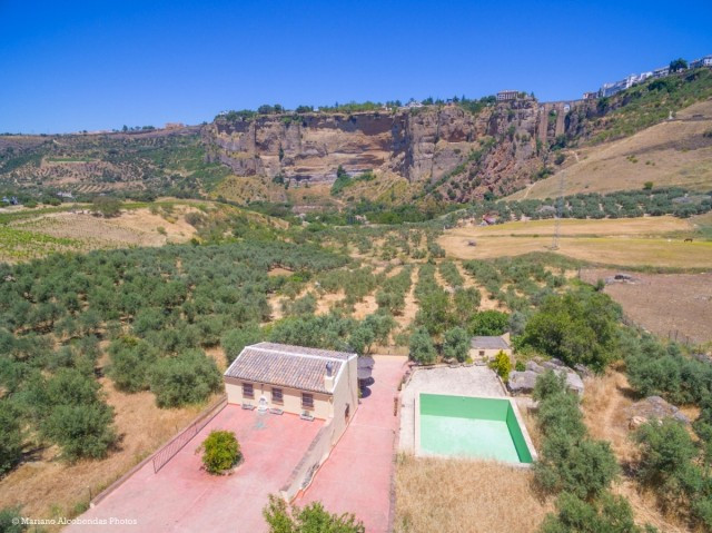 Recent reduction for a quick sale from  475.000€ to 435.000€.  Beautiful renovated Finca in Ronda wi,Spain