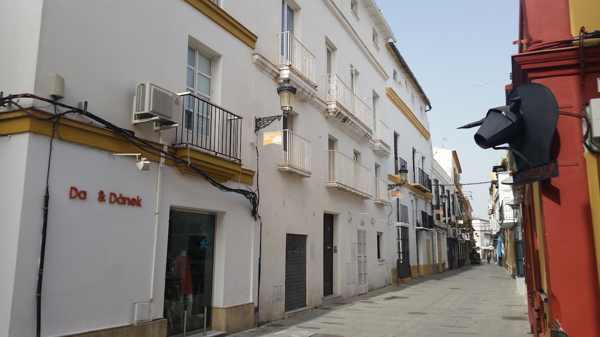 Located in the historic and beautiful town of El Puerto de Santa Maria, this block of four refurbish, Spain