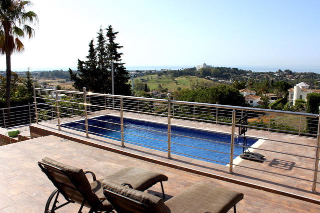Villa in Mirador del Paraiso  4 bedrooms in suit 1 WC 603 m2 total 465 m2 of housing 2.000 m2 land. , Spain