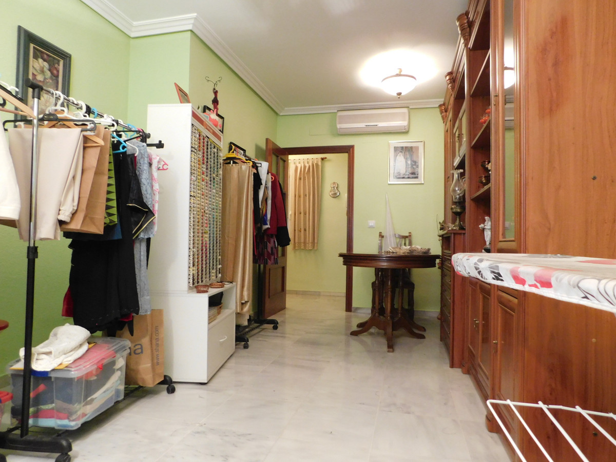 Housing in heroes of completely refurbished with 93 m2 useful. It has a living room, kitchen furnish,Spain