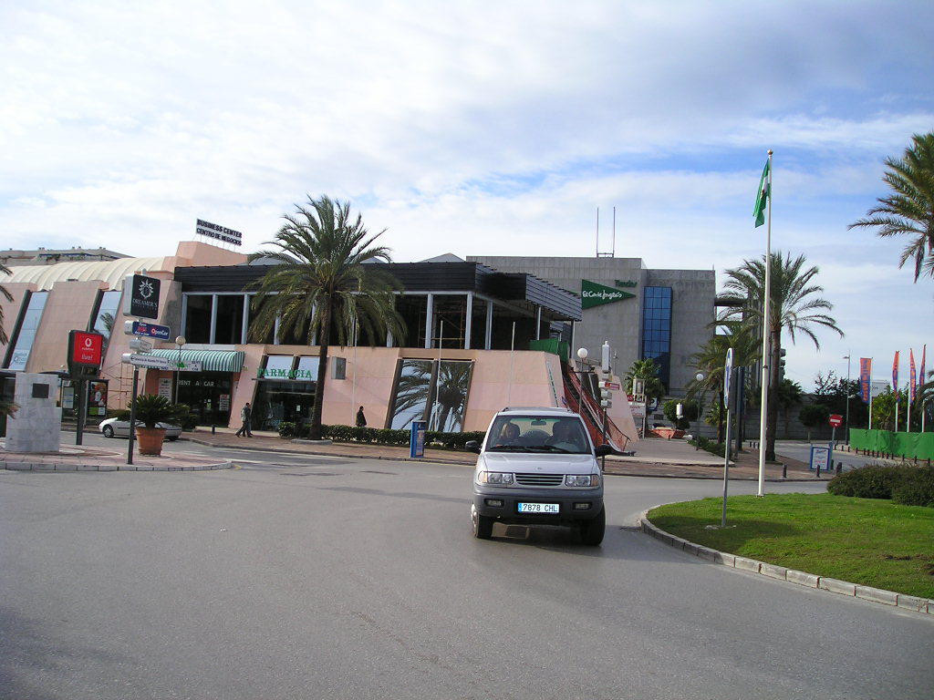 This first floor commercial space is located in a commercial center in the heart of Puerto Banus, on, Spain