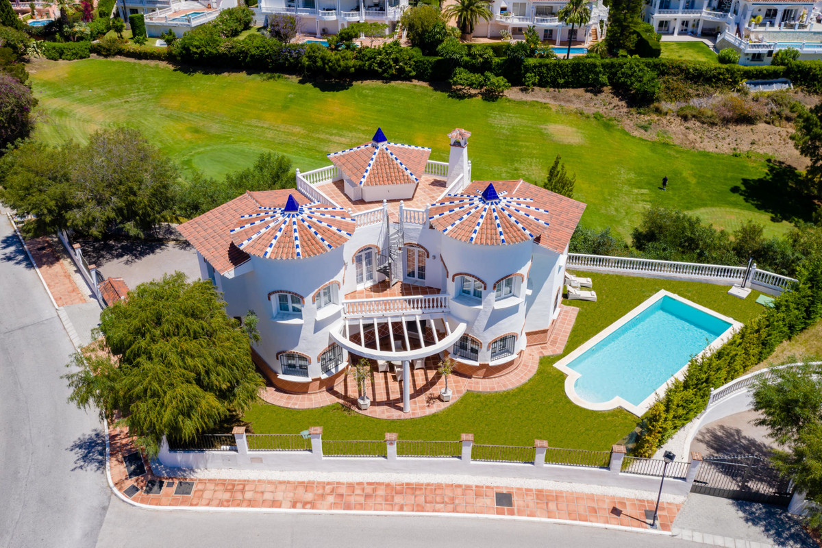 Spectacular and independent 5 bedroom and 4 bathroom villa in first line of El Chaparral golf course, Spain
