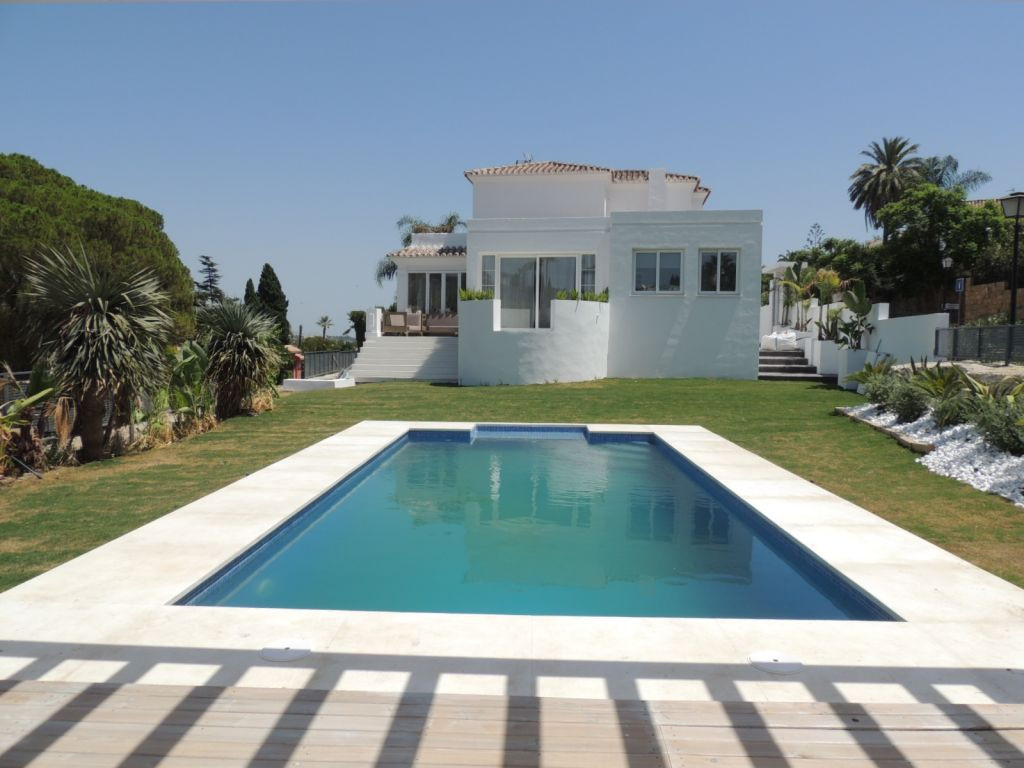 Charming,fully refurbished 4 bedroom villa with private pool located in Nueva Andalucia. The propert, Spain