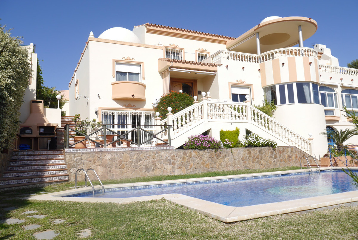 A truly extraordinary villa with a very large living area and very spacious rooms on 3 different lev, Spain