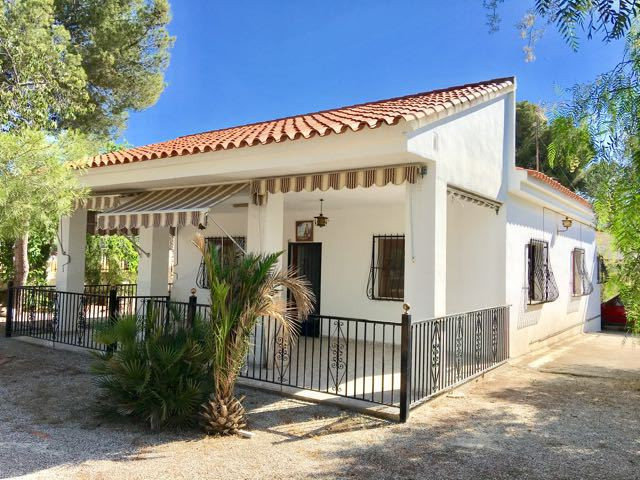 Southfacing, 4 bedroom, character villa, all on one floor and on flat corner plot in Girasoles San V, Spain