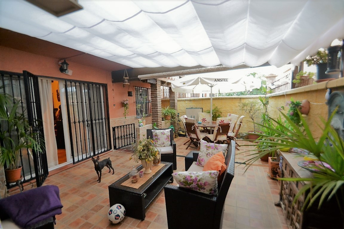 Levely groundfloor featuring 3 beds, 2 baths with private large terrace, situated just 2 minutes dri, Spain