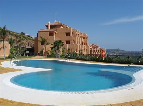 South west facing, 2 bed, 2 bath with panoramic views of the coast and Calanova Golf. The property f,Spain