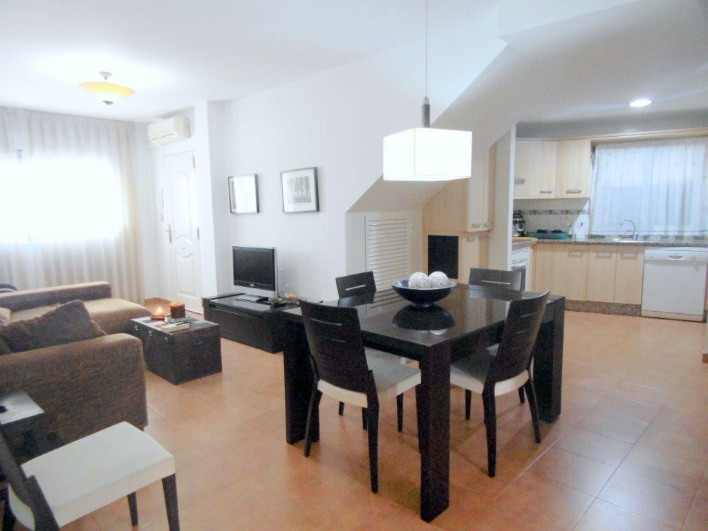 Close to all amenities and transport, 3 bedroom 2 bathroom apartment for sale in Los Pacos. This is ,Spain
