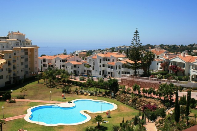 WALKING DISTANCE TO LA CALA! This apartment is situated in the Jardin Botanico development, within e,Spain