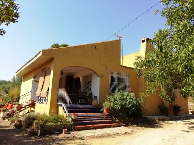 This large bungalow of approximately 180m2 sits quietly on a mature plot of over 5.000m2. About 9km , Spain