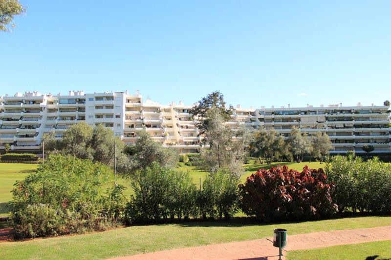 Well presented two bedroom apartment, front line to the Guadalmina golf course.  The apartment faces,Spain