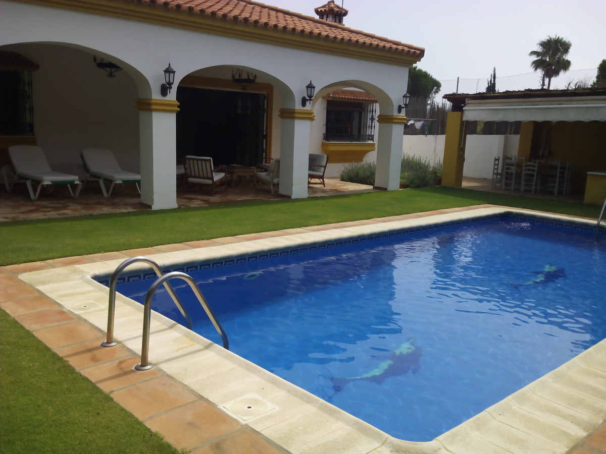 Magnificent ground floor villa in a select area of ??Sotogrande , closed with 24 hours and close to ,Spain